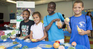 4H youth participate in a 4H Food Smart Families healthy food shopping workshop.  Photo taken 05/25/16.